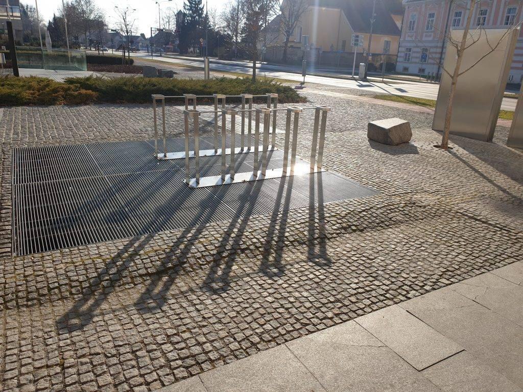 urbana oprema - stalak za bicikle od inox-a