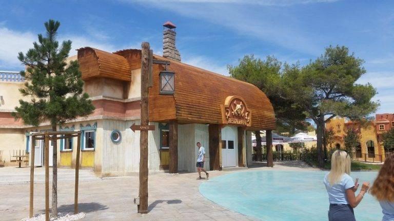 Theming restorana unutar zabavnog parka