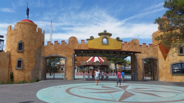 Theming glavnog ulaza u zabavni park